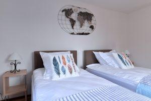 Chambre 03 - 2 lits simples de 100×200 cm
