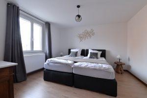 Chambre 01 - 2 lits simples de 100×200 cm - 02