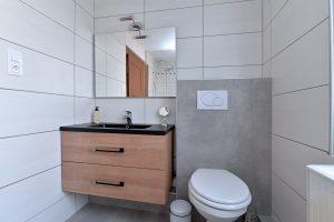Seconde salle d'eau à l'étage avec douche et WC